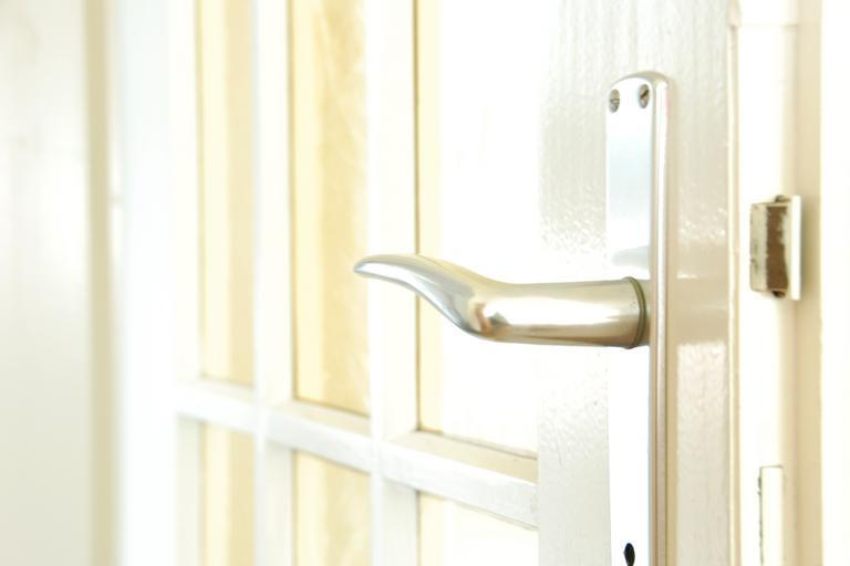Biele dvere, kľučka
