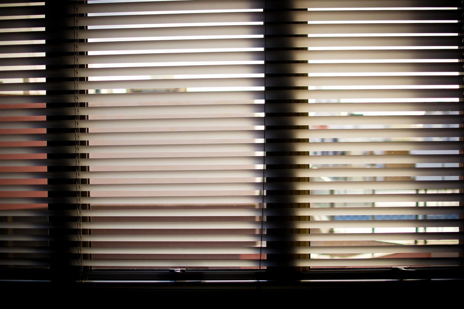 okno, žaluzie